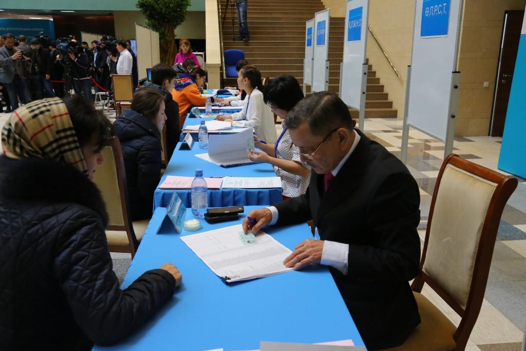 Kazakistan'dan seçim manzaraları