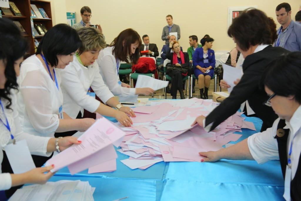 Kazakistan'da seçimler