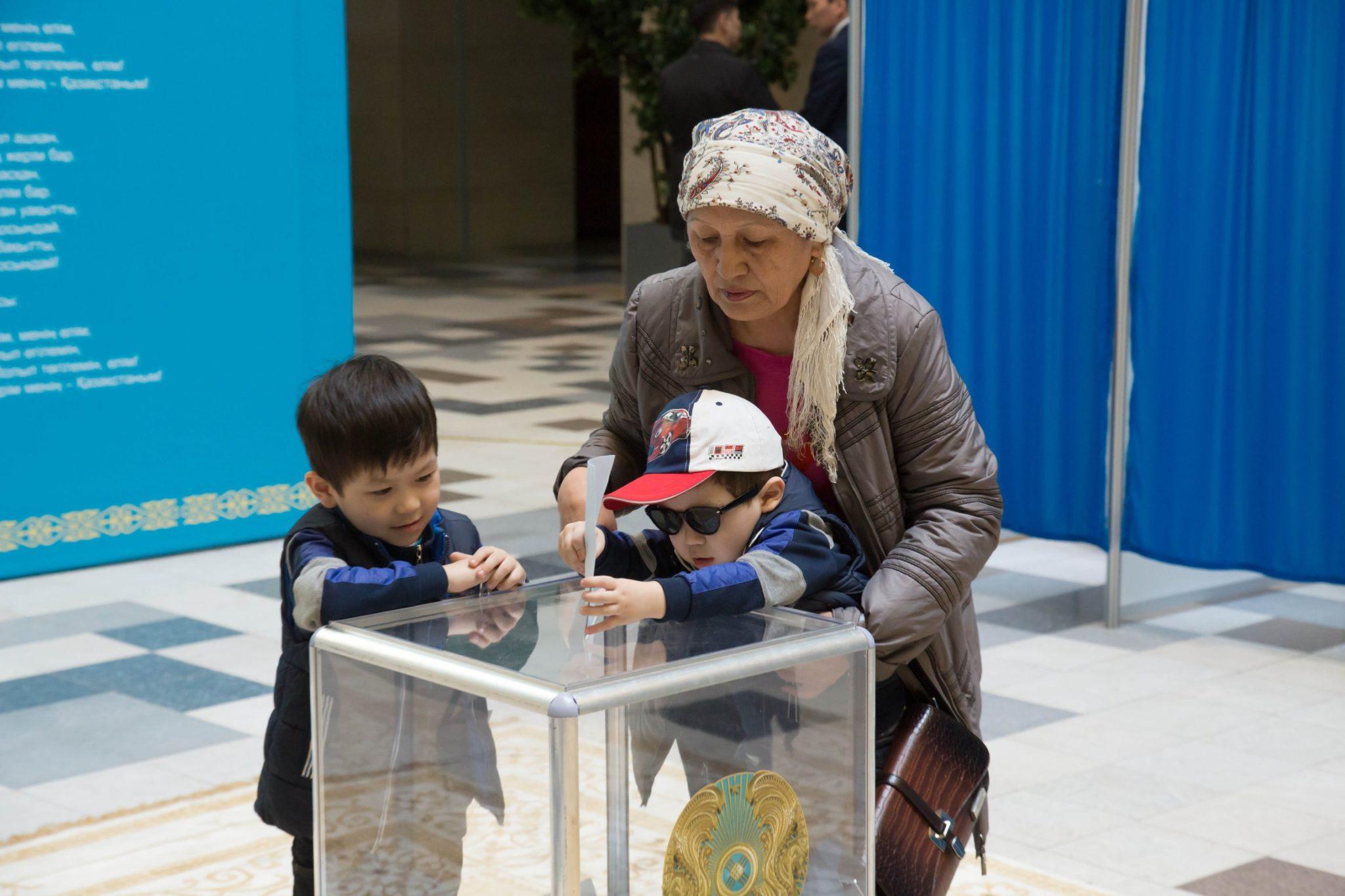 kazakistan'da seçim