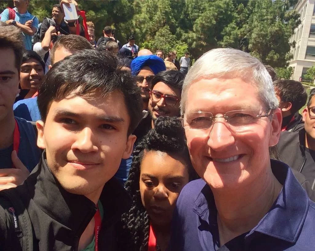 Orınbetov, Apple'ın CEO'su Tim Cook ile