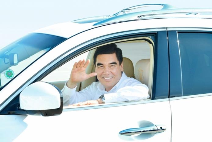 Turkmenistan Da Artik Sadece Beyaz Arabalara Izin Var